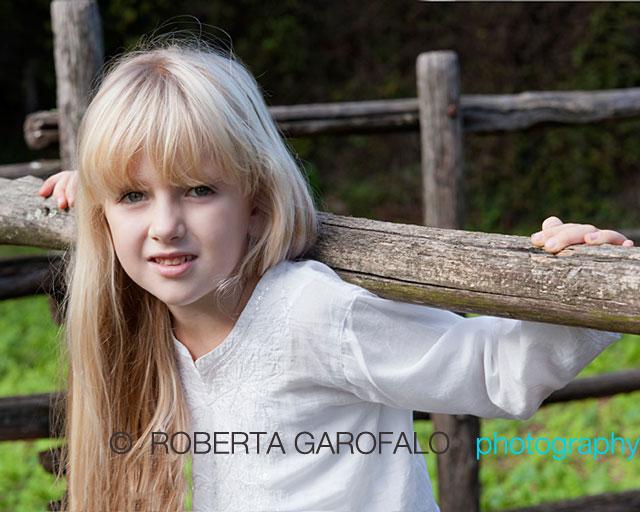 Sessione fotografica in esterna per bambini, Roma. Foto di bambina. Roberta Garofalo, Fotografo professionista di Maternità, Neonati, Bambini e Famiglie, Roma