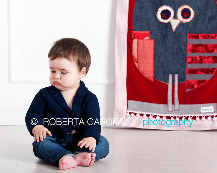 Sessione fotografica bambino, Roma. Foto bambino imbronciato. Roberta Garofalo, Fotografo professionista di Maternità, Neonati, Bambini e Famiglie, Roma