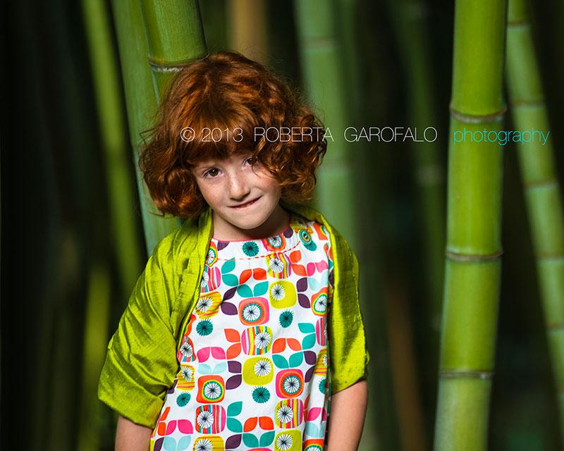 Fotografia di Benedetta con vestito colorato. Roberta Garofalo, Fotografo professionista di Maternità, Neonati, Bambini e Famiglie, Roma
