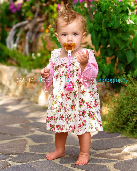 Bimba che cammina. Ritratti Fotografici bambina a Roma. Roberta Garofalo, Fotografo professionista di Maternità, Neonati, Bambini e Famiglie, Roma