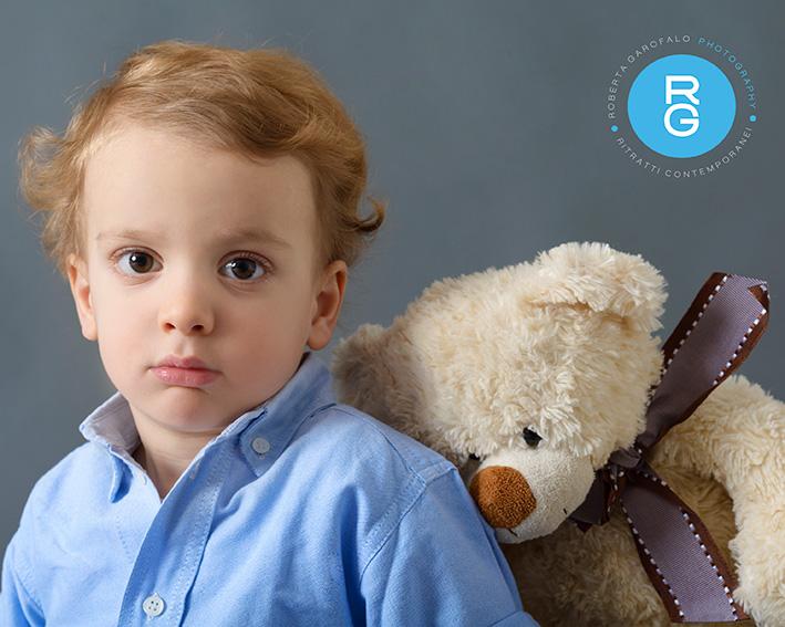 Ritratto di bambino con orsacchiotto di Roberta Garofalo, Fotografo professionista di Maternità, Neonati, Bambini e Famiglie, Roma